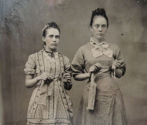 evening with the spirits WEB - a hailstorm of knitting needles